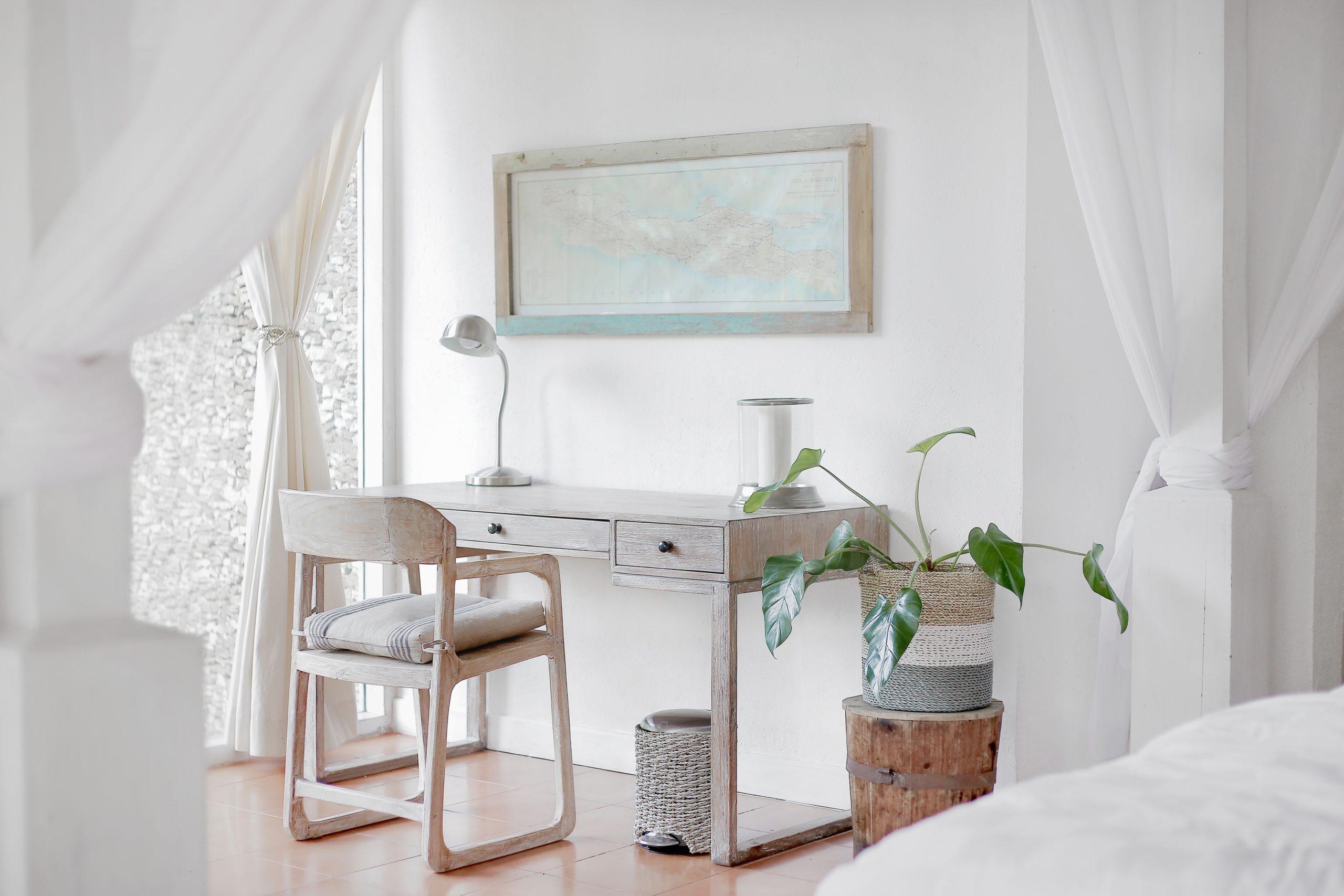 Saldi estivi 2019 arredamento home office nei toni del bianco