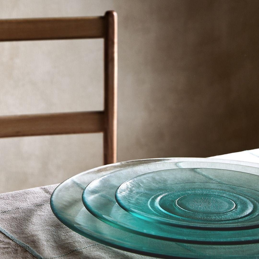 come apparecchiare la tavola con piatti in vetro