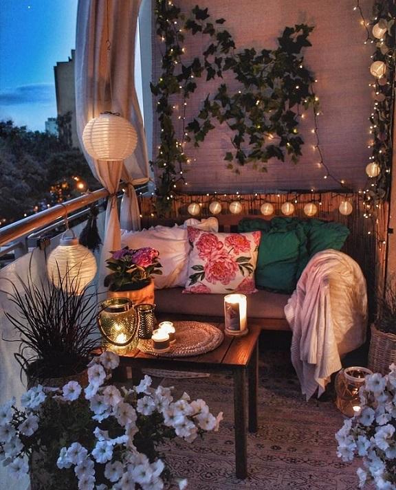 idee per arredare la terrazza di sera con luce e lanterne